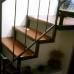 Struttura scala in ferro con gradini in legno