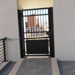 Cancello pedonale in stile moderno
