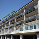 Parapetto per balcone progetto C.A.S.E. con pannelli solari