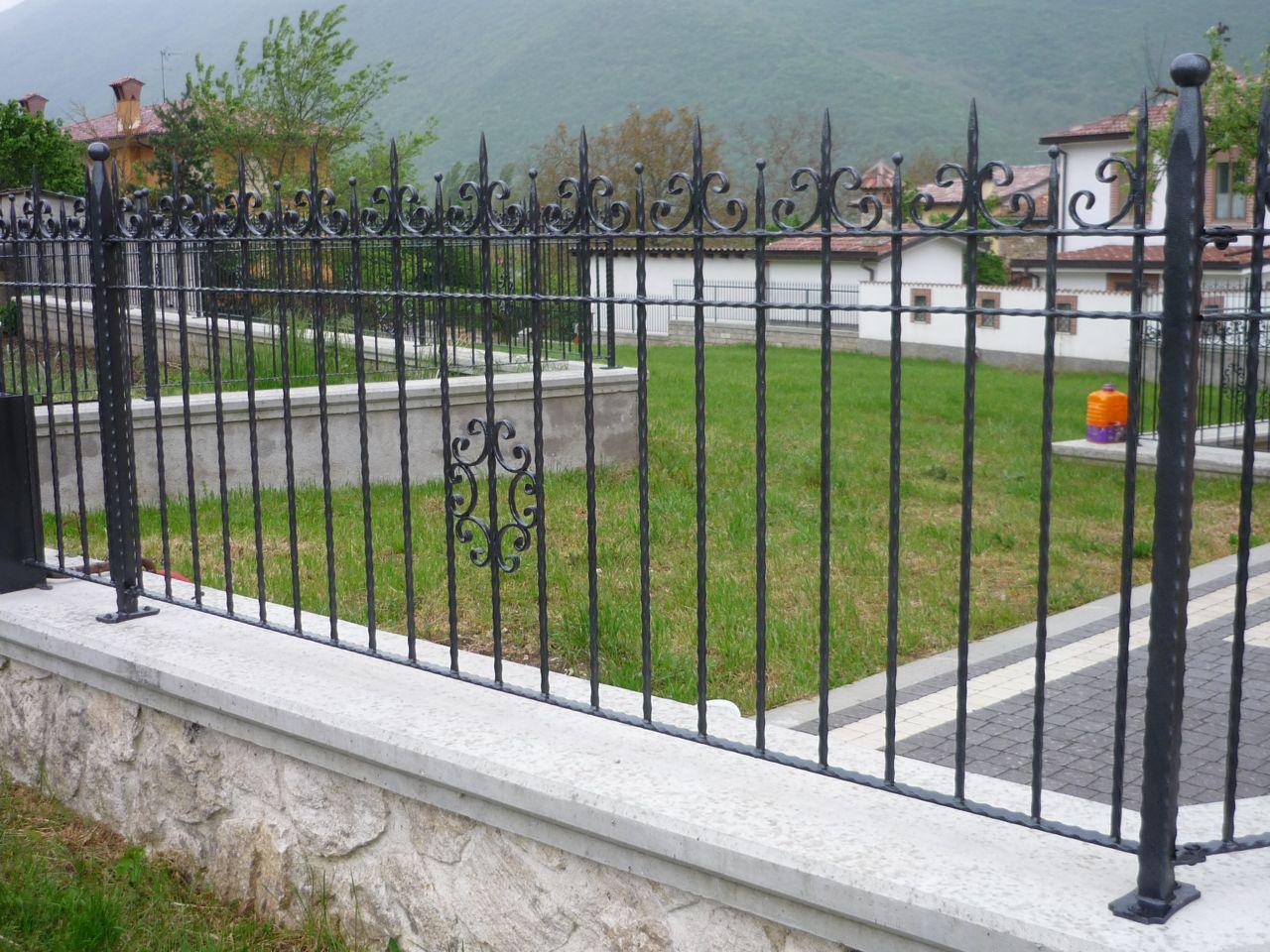 disegno Railing veranda : Ringhiera A Disegno Verticale In Ferro Verniciato Corrimano In Leg ...