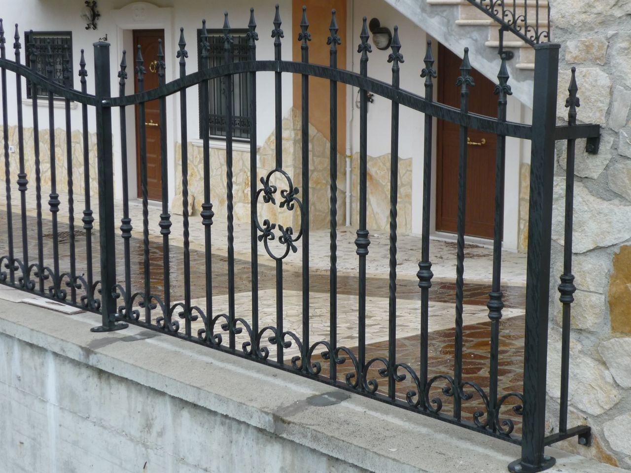 Inferriate per recinzioni faf di fulvi rolando figli - Ringhiere per finestre ...