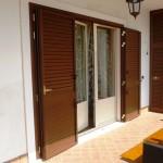 Portabalcone colore Rovere sbiancato e sportelloni in alluminio finto legno