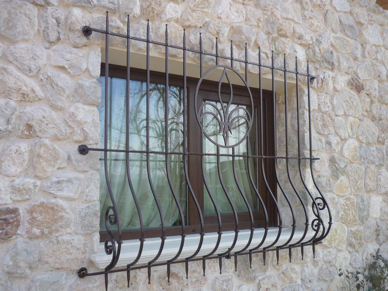 Grate e persiane di sicurezza faf di fulvi rolando figli - Disegni di grate per finestre ...