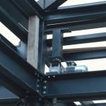 Struttura in ferro con attuatori per il sollevamento