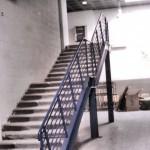 Scala in ferro e gradini in legno