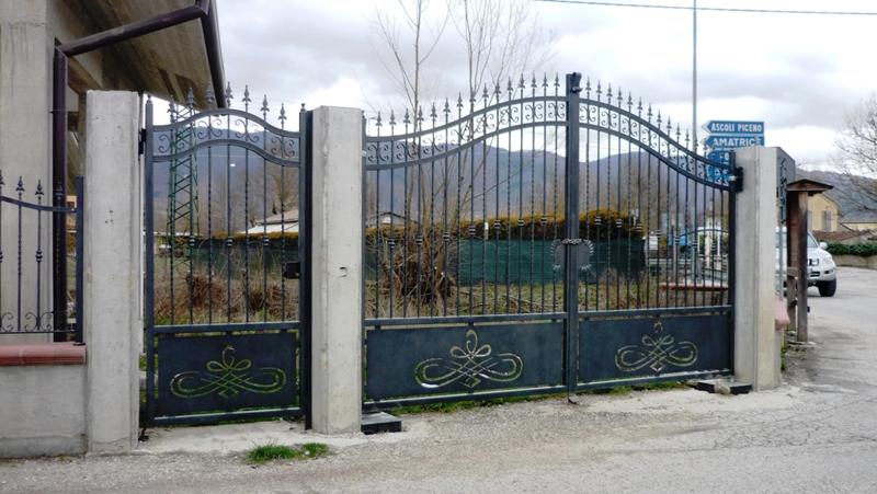 Cool cancello in ferro con disegno sottostante realizzato for Disegni per cancelli