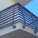 Parapetto per balcone con correnti orizzontali in tubo tondo