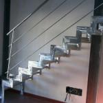 Struttura scala in ferro e parapetti a disegno semplice