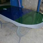 Tavolo in ferro e piano in vetri colorati