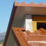 Particolare copertura realizzata con pannelli in finto coppo